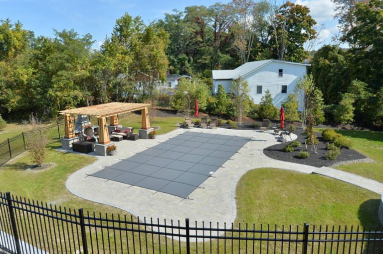 Outdoor living space with Deck in Florida New York